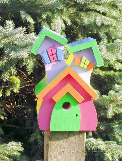 Весёлый деревянный скворечник дом с двумя крышами