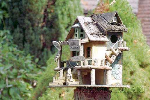 Деревянный скворечник настоящий дом