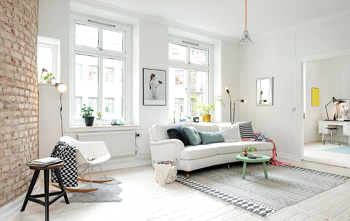 Белый цвет стен в гостиной с мебелью в скандинавском дизайне