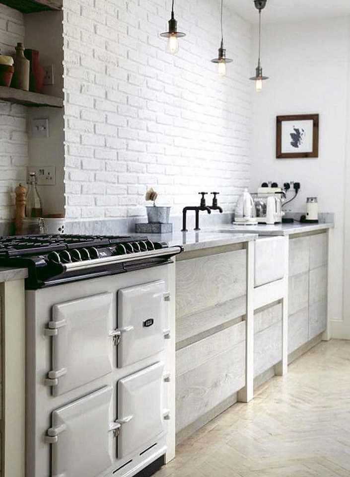 белый кирпич в интерьере кухни фото