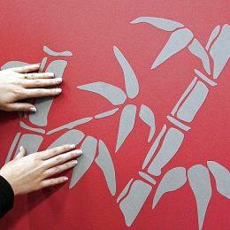 Как приклеить декоративную наклейку на стену: инструкция по нанесению наклейки с фото.