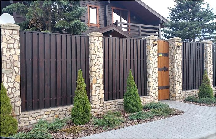 Красивый забор из сосновой доски