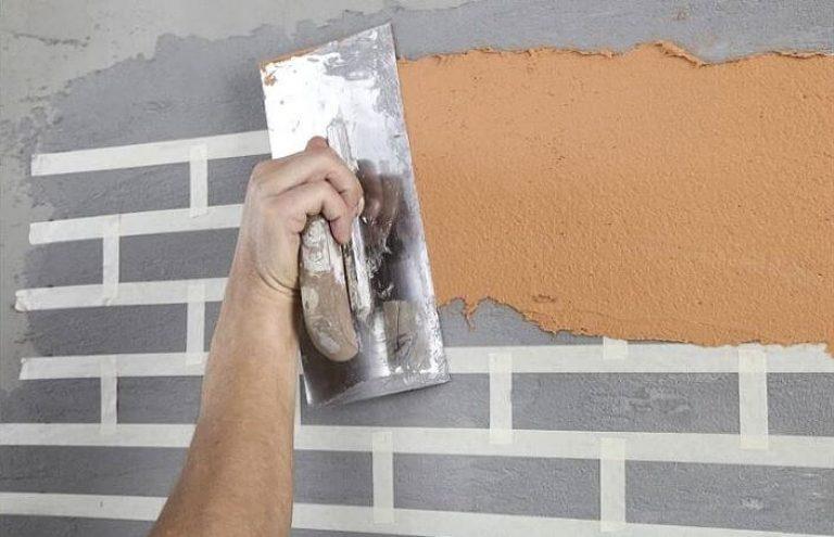 Как сделать из шпаклевки кирпичи на стене 96