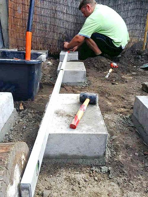 Использование строительного уровня.