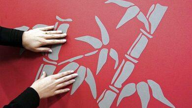 Фото Как приклеить декоративную наклейку на стену: инструкция по нанесению наклейки с фото