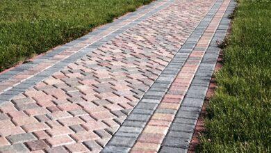 Фото Как сделать фундамент для дорожки из тротуарной плитки — брусчатки: схема, слои, выполнение