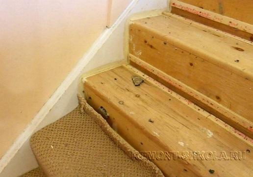 Старые деревянные ступени