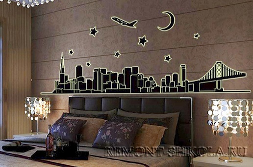 Люминесцентная наклейка Ночной город и самолёт