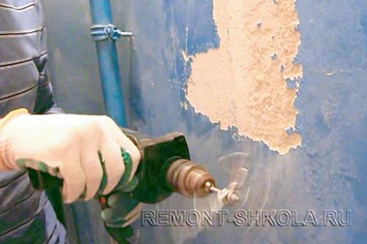удалить старую краску с помощью дрели с насадкой