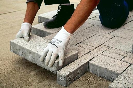 Укладка тротуарной плитки на пол террасы