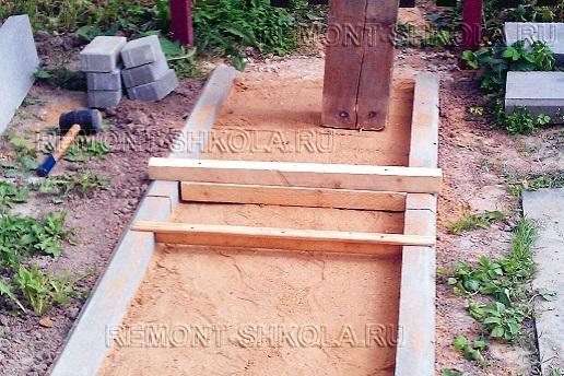 Устройство выравнивающего слоя из песка
