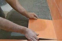 Укладка плитки в ванной своими руками — 10 простых шагов с фото.