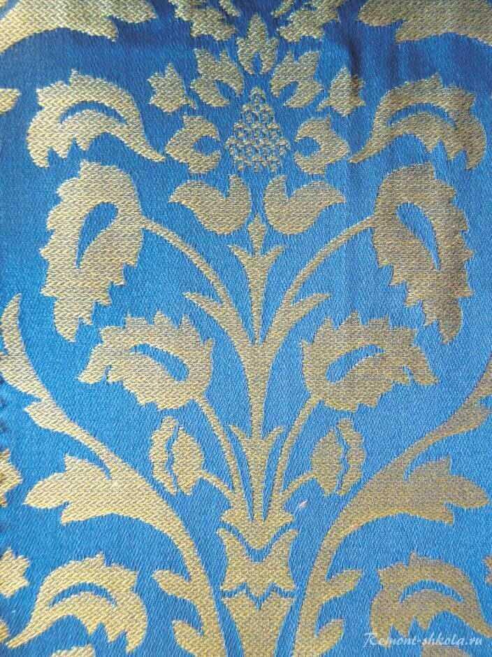 Дамасская ткань с французским растительным рисунком.