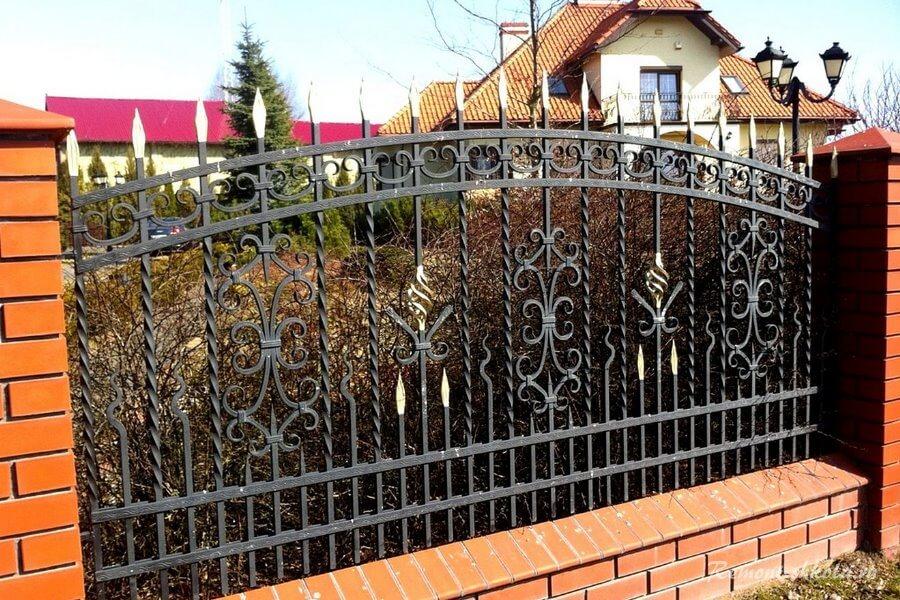 элемент ограждения для частного дома