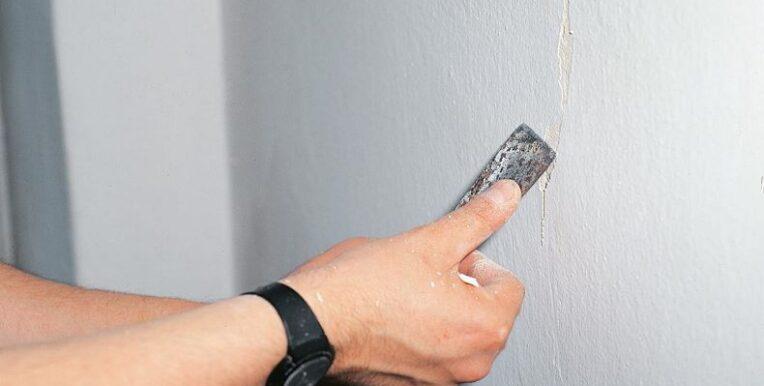 как заделать трещины в стене квартиры