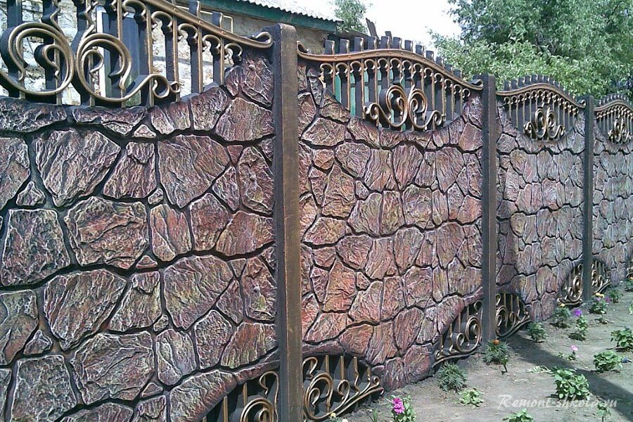 красивый секционный забор из бетона