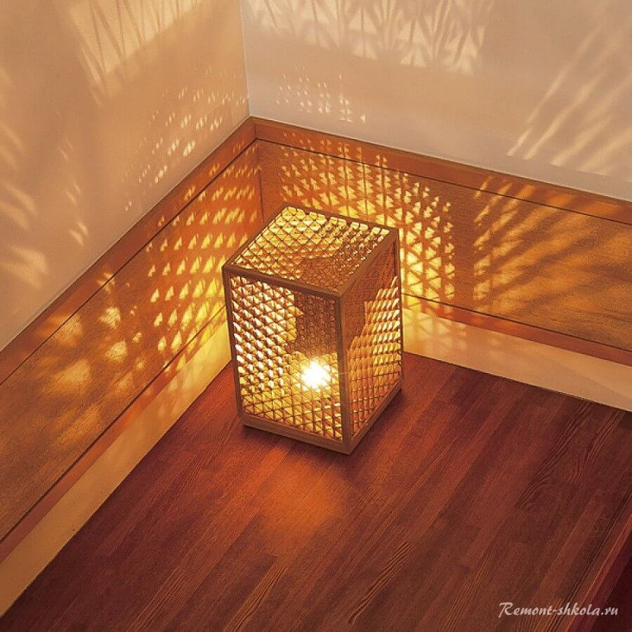 Красивый резной японский светильник