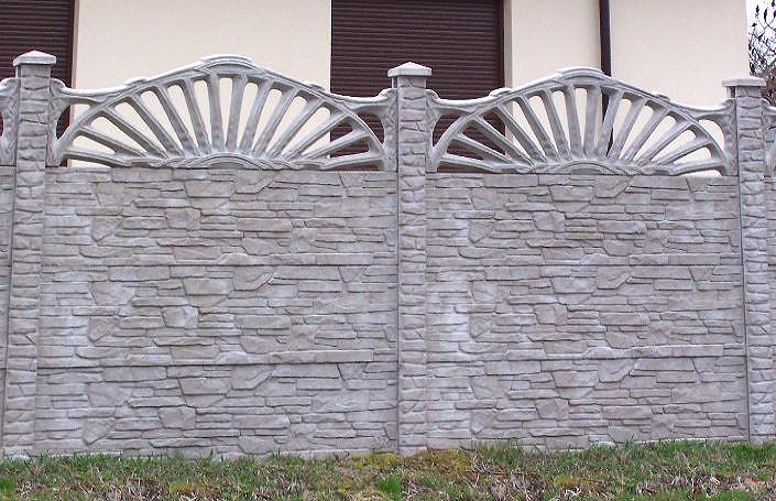 красивый бетонный серый забор под камень