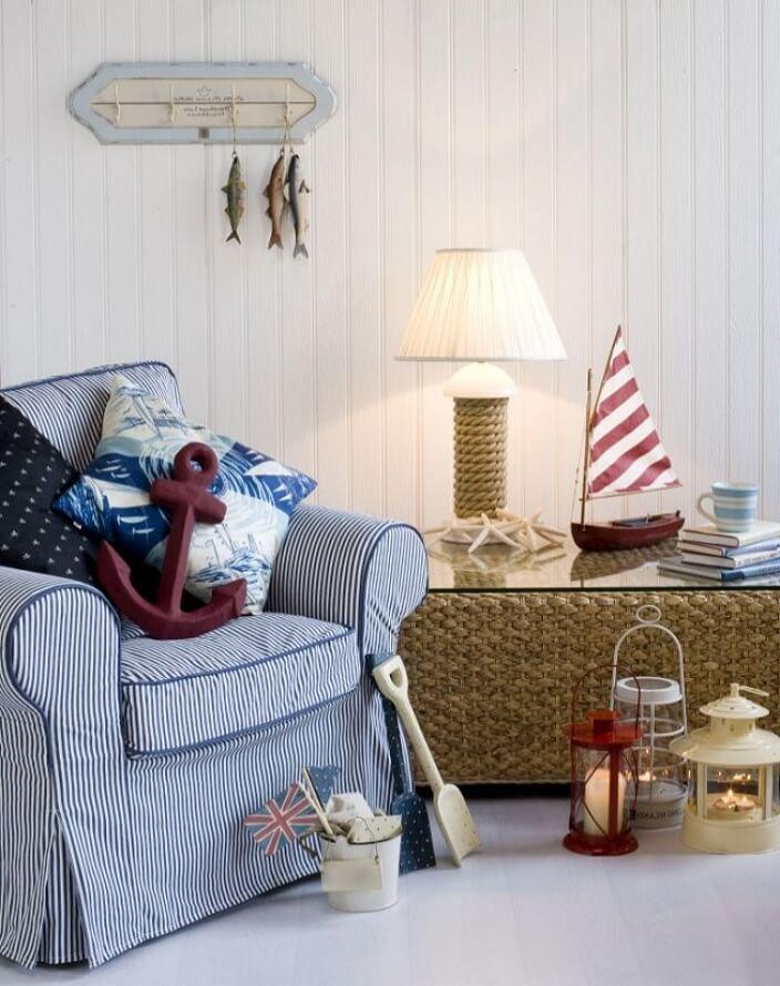 Кресло и предметы интерьера