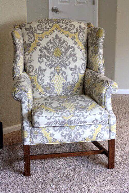 Кресло с обивкой из дамасской ткани-1