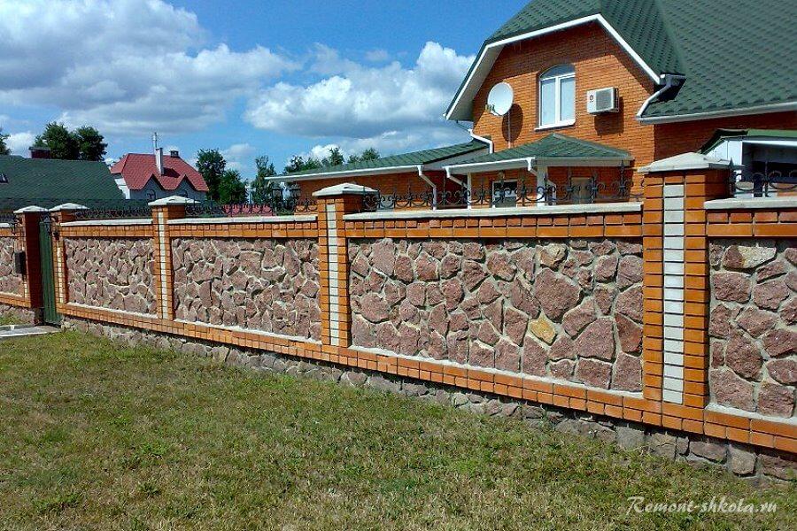 надежный забор из кирпича и камня