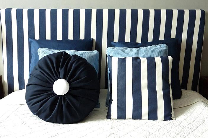 Обивка кровати и подушки с морским дизайном