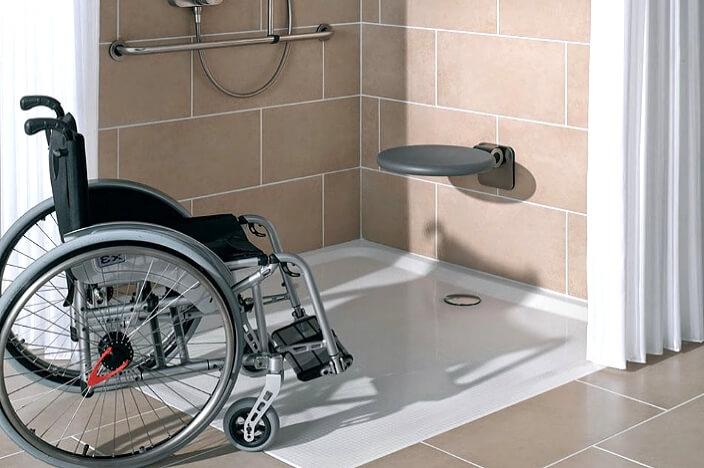 Открытая душевая для инвалидов