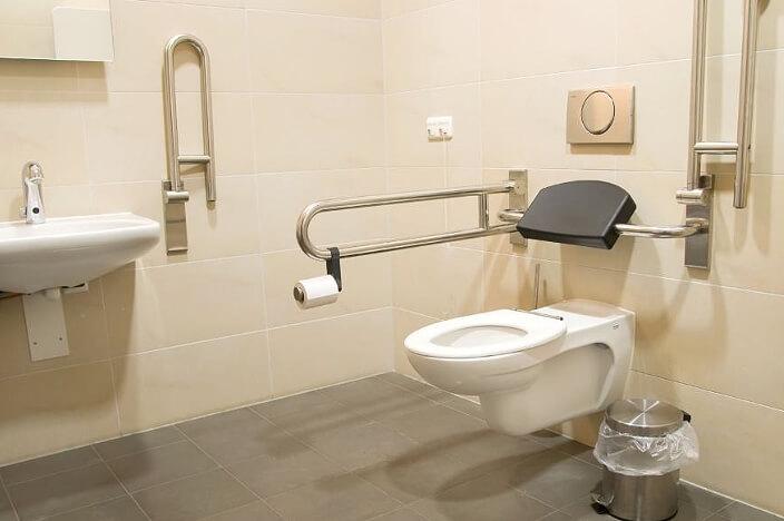 Ванная для пожилых с хорошим покрытием