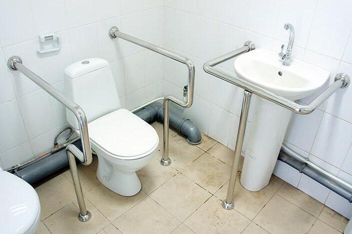 Поручни в ванной для пожилых