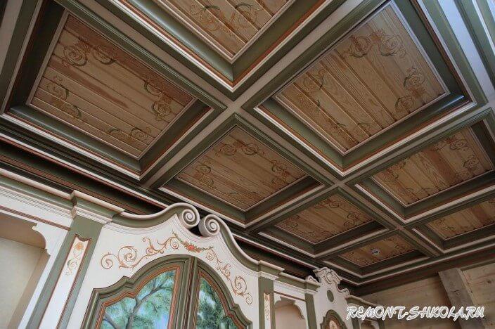 Потолок из дерева фото в интерьере