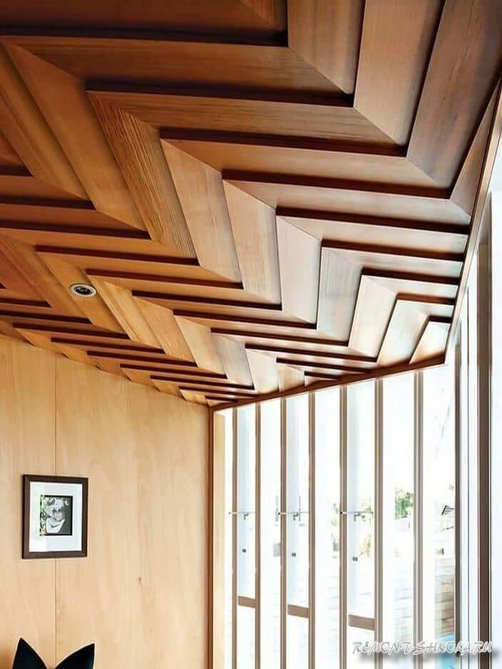 Потолок из панелей дерева