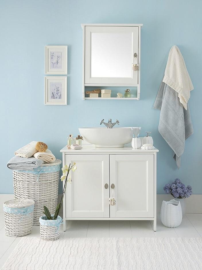 Простая ванная в морском дизайне