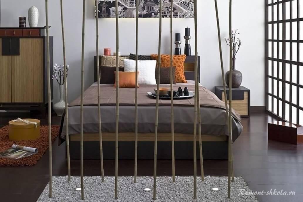 Общий вид современной стилизованной спальни
