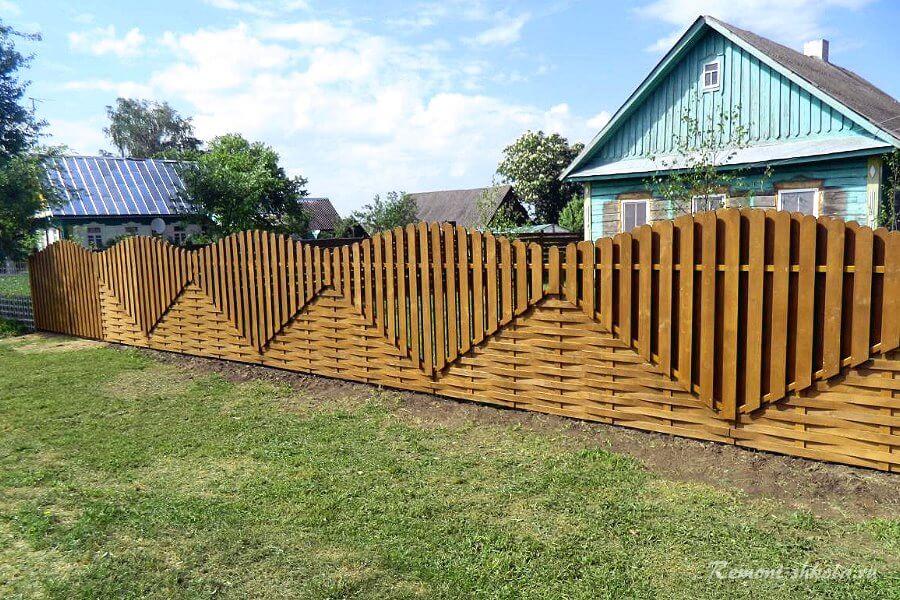 стильный забор из штакетника для дачи
