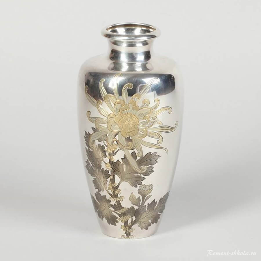 Ваза из серебра Мастера Томомаса  1800 год