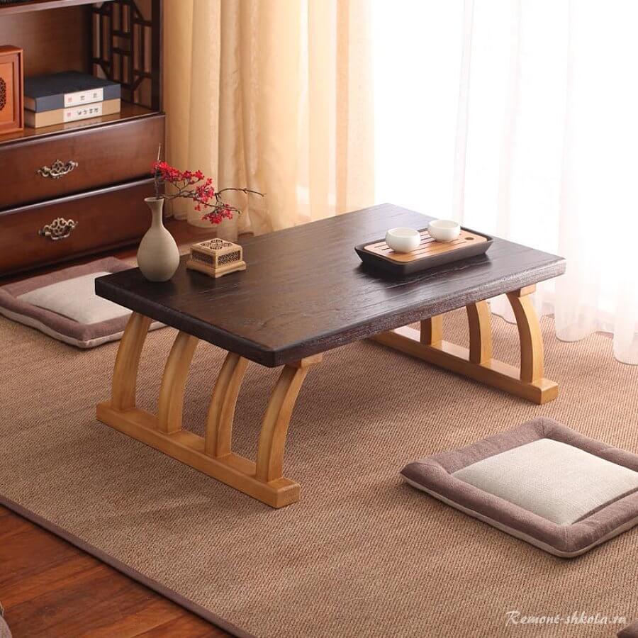 Японский столик со светлыми ножками