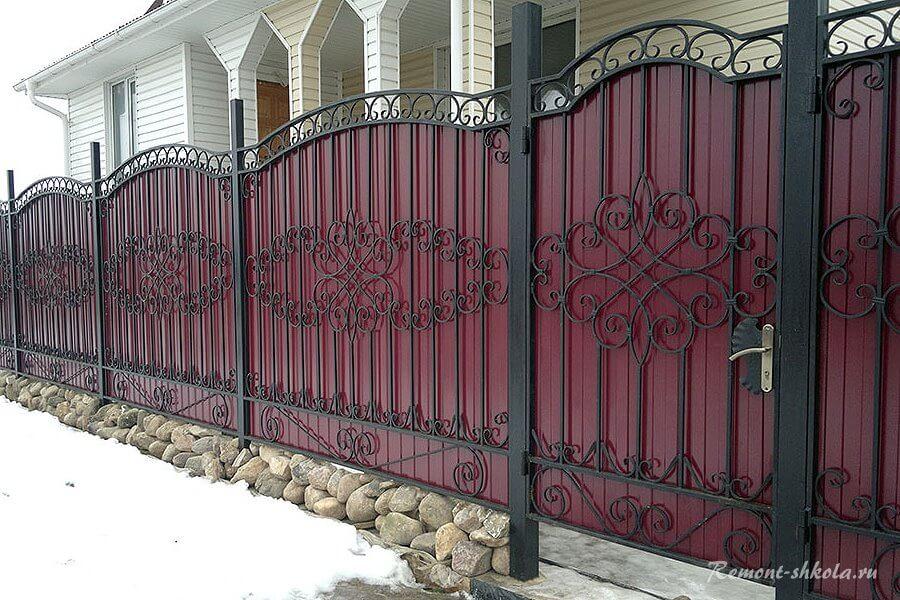 забор из ковки и профнастила