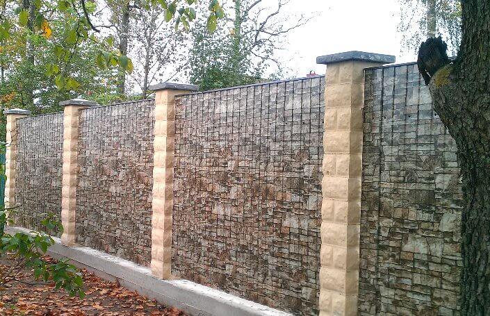 забор из профлиста с рисунком камня